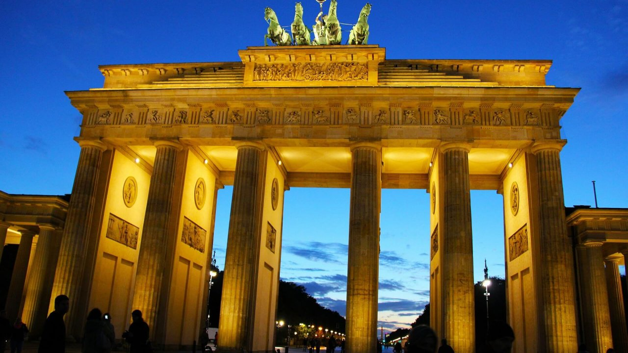 https://trailheadoutdoors.org/wp-content/uploads/2020/02/brandenburg-gate-245445_1920-1-1280x720.jpg